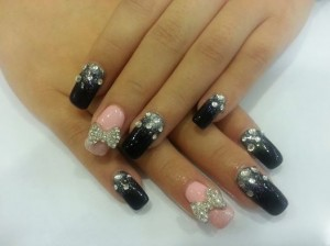 Far East Plaza manicure black n pink