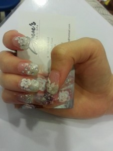 Far East Plaza manicure pink flower